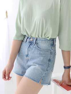 Slit short denim ; one color